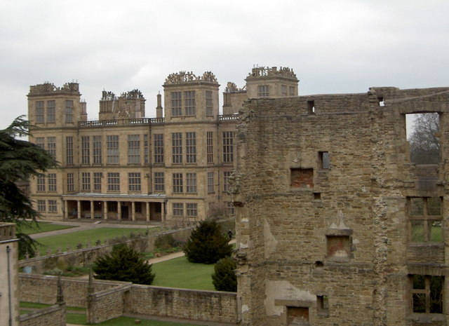 Hardwick New Hall Patrick [CC-BY-SA-2.0 (https://creativecommons.org/licenses/by-sa/2.0)], via Wikimedia Commons