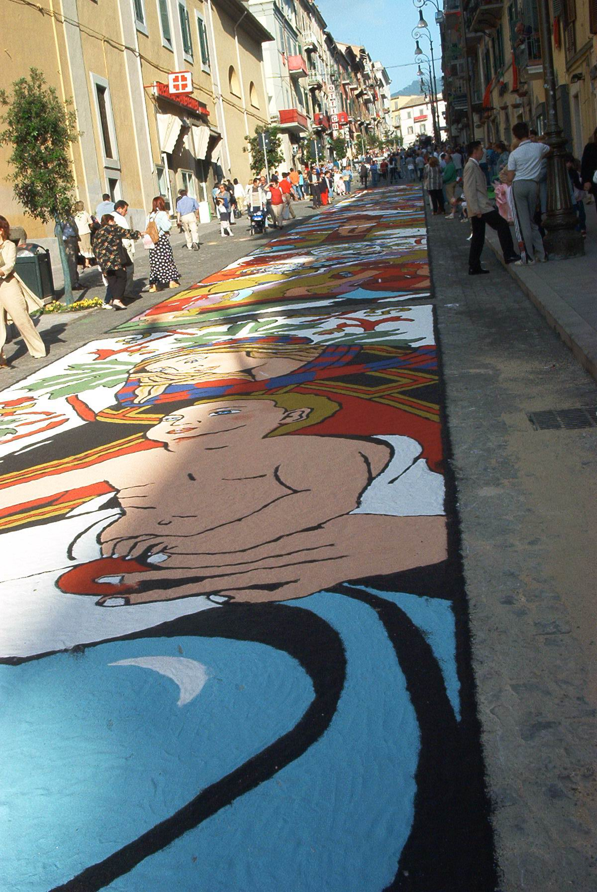 Infiorata – the Italian flower festival in Genzano [35 Pics]