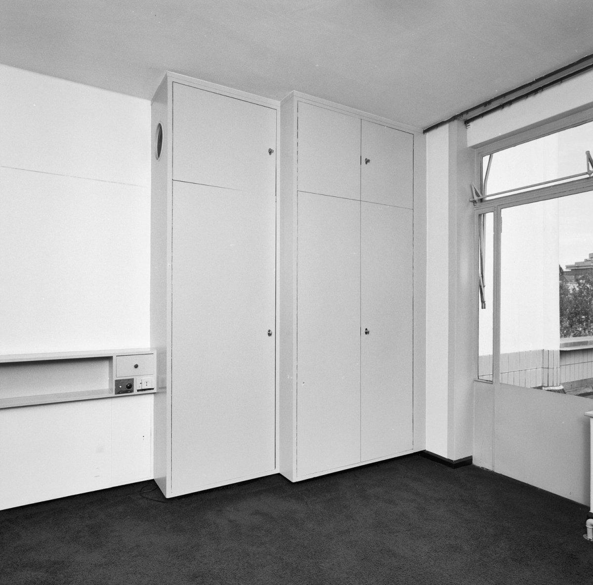 . tweede verdieping, slaapkamer van de oudste dochter met vaste kast ...