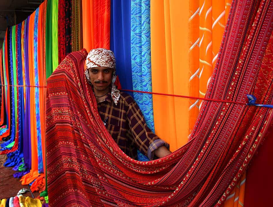 Sunday textile market on the sidewalks of Karachi, Pakistan