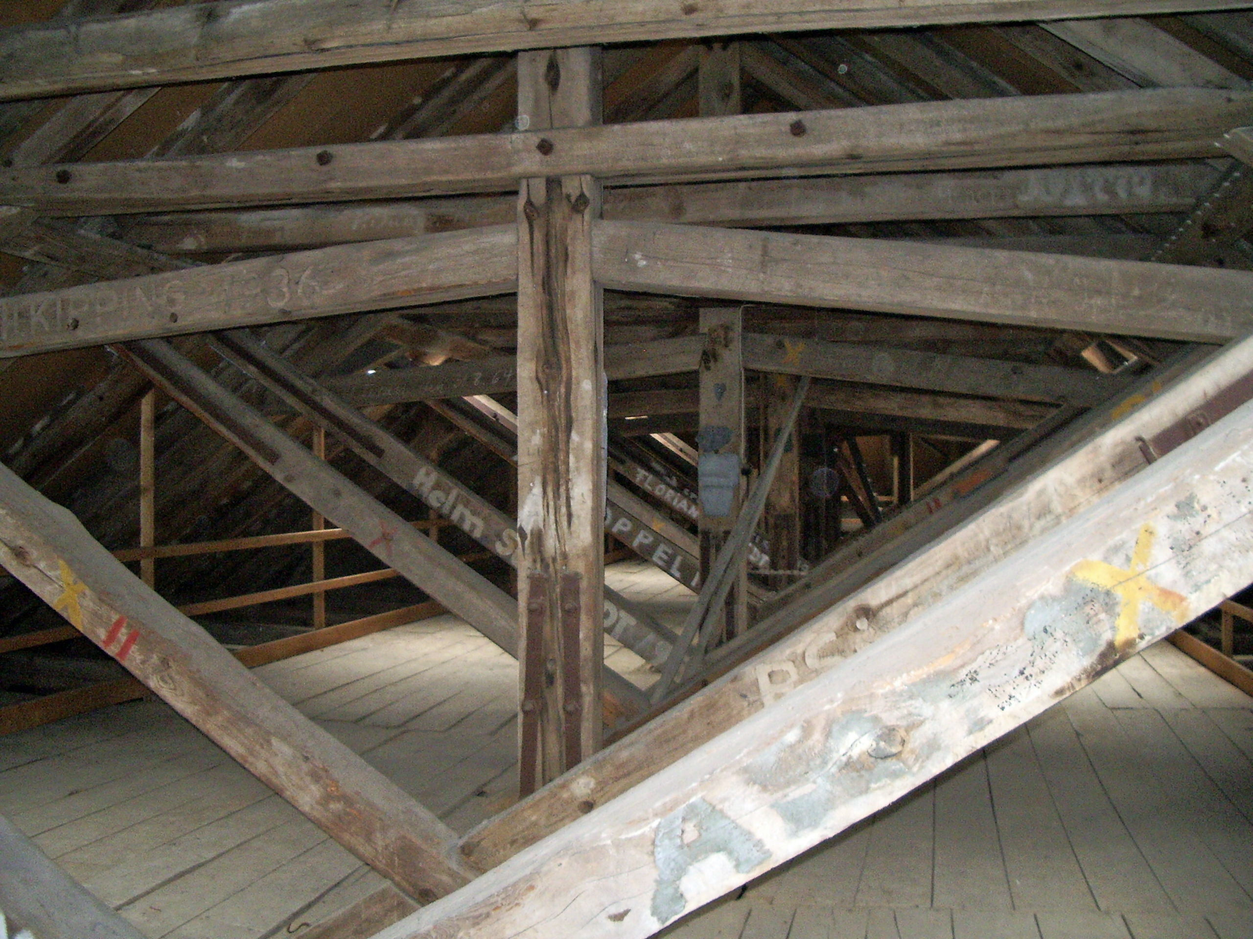 Astounding Dachboden Referenz Von File:klosterkirche 01.jpg