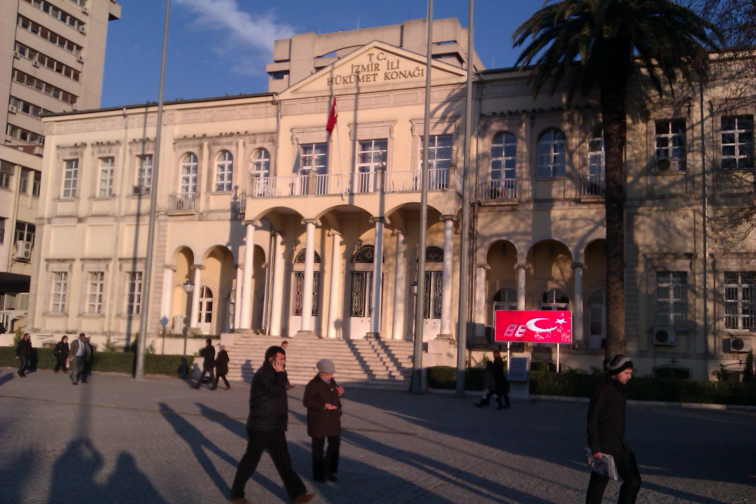 Datei:Konak Square, Izmir.jpg – Wiktionary