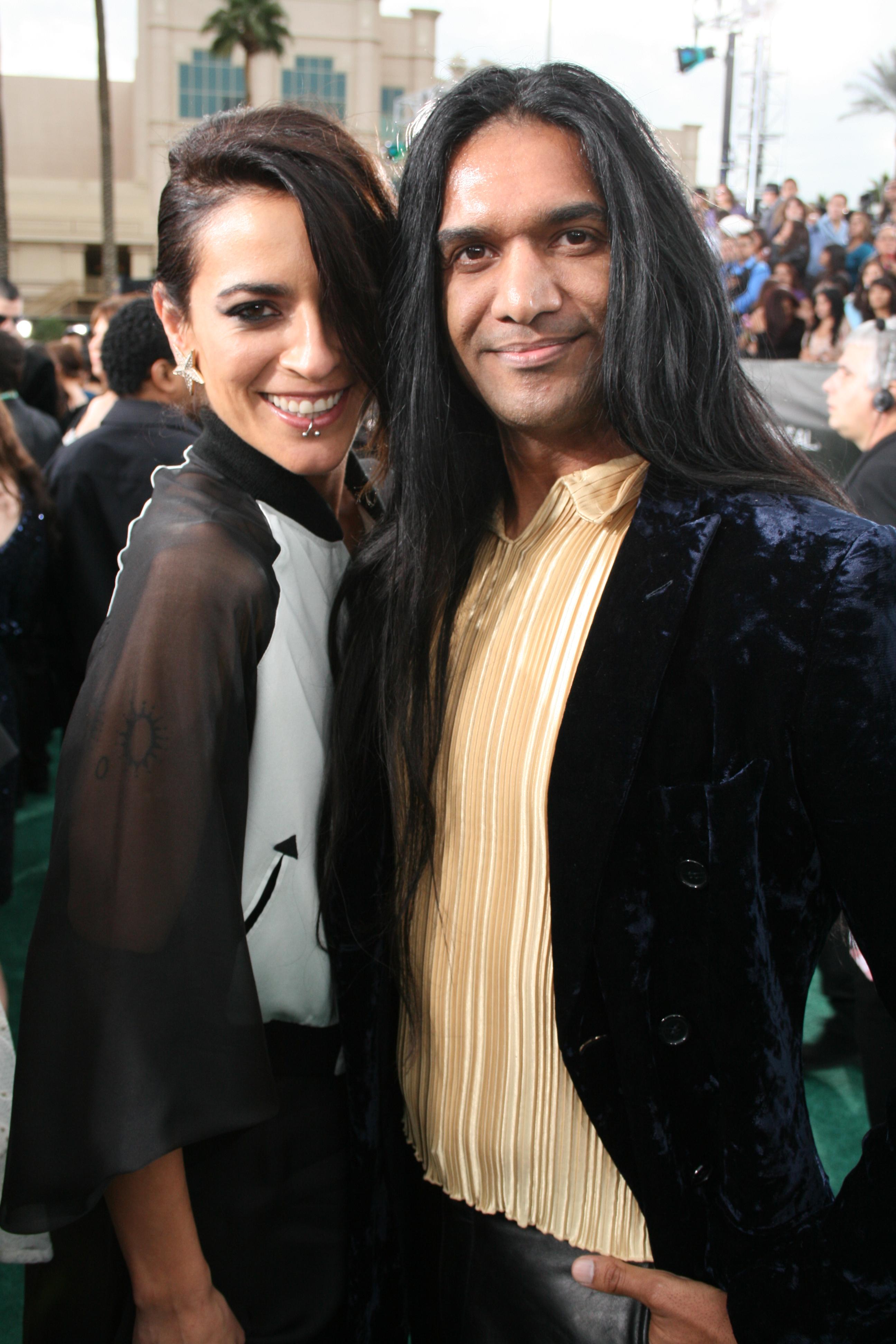 Bebe con Anand Bhatt en los Premios Grammy Latinos de 2012.