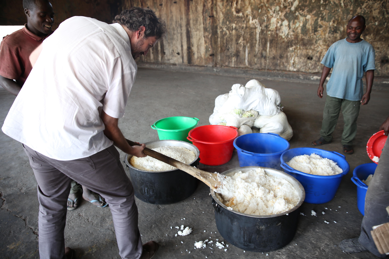 File le directeur du bcnudh jose maria aranaz aide for Nourriture combattant