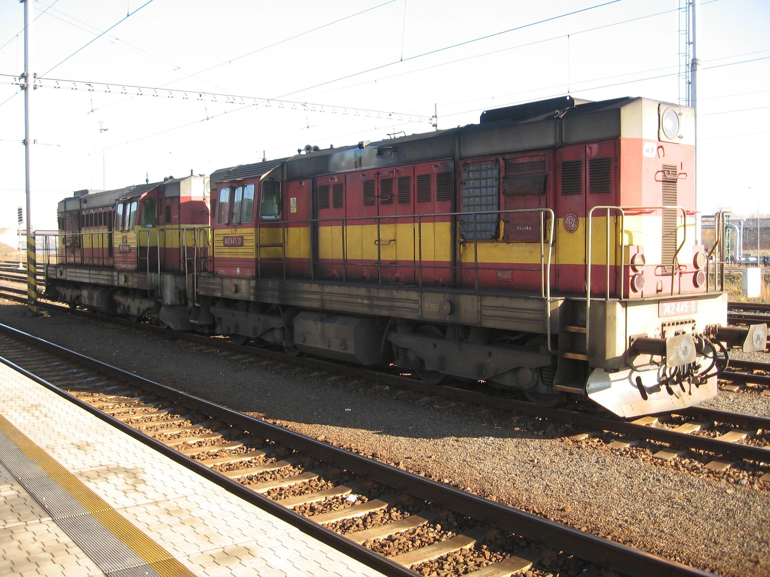 File:Lokomotiva 742 sprazena.JPG