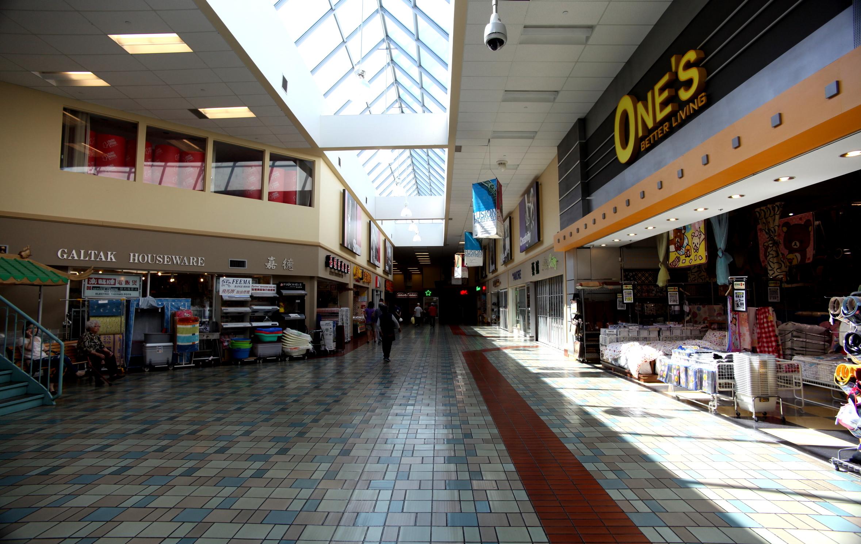 File:Market Village interior 3.jpg - Wikimedia Commons