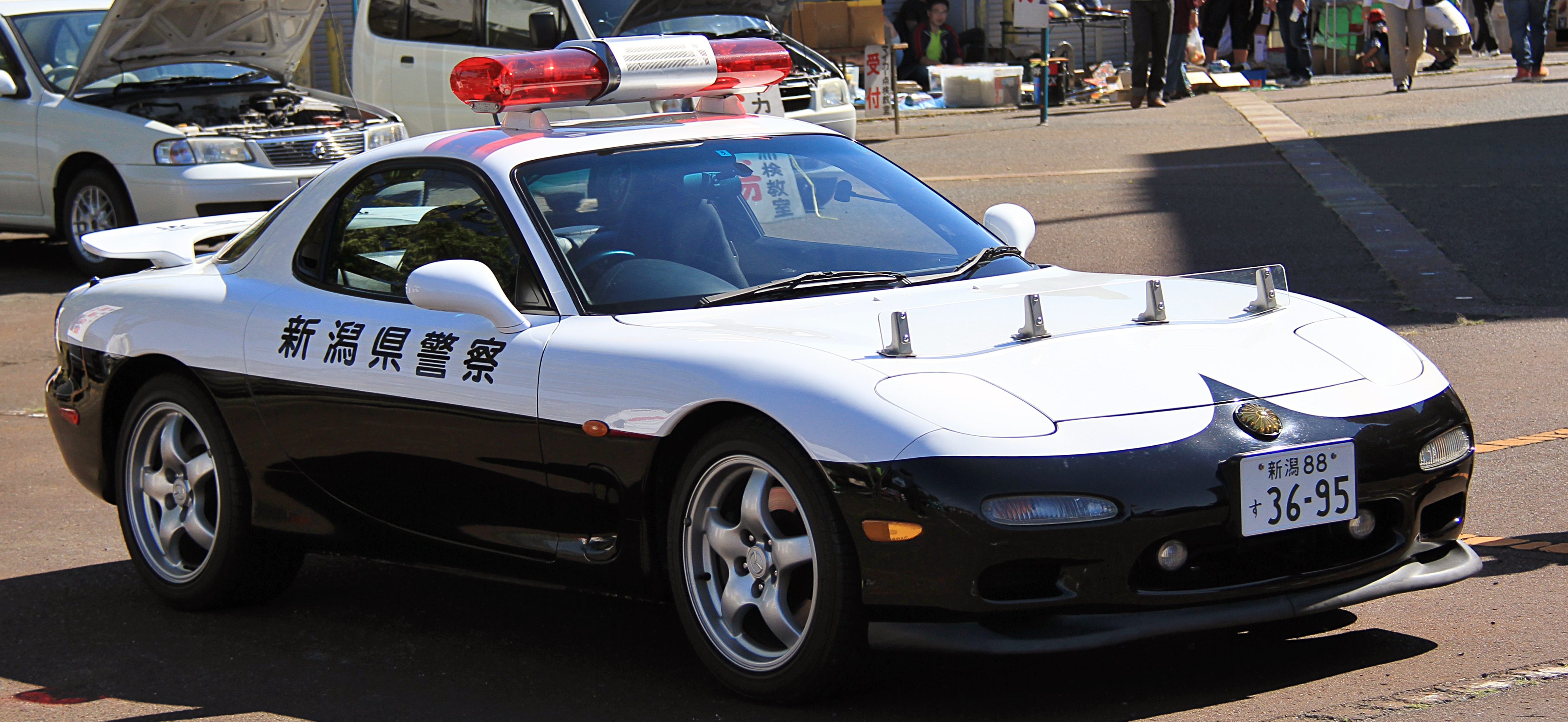Pictures Of Mazda Cars >> File:Mazda RX-7 police car of Niigata Prefecture Police.jpg - Wikimedia Commons