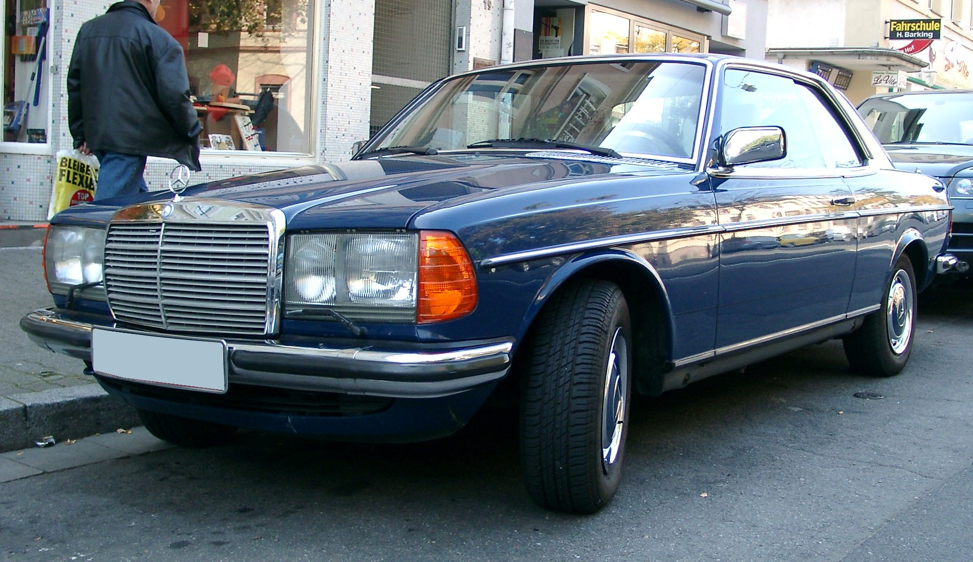 File:Mercedes W123 Coupe front 20071009 jpg - Wikimedia Commons