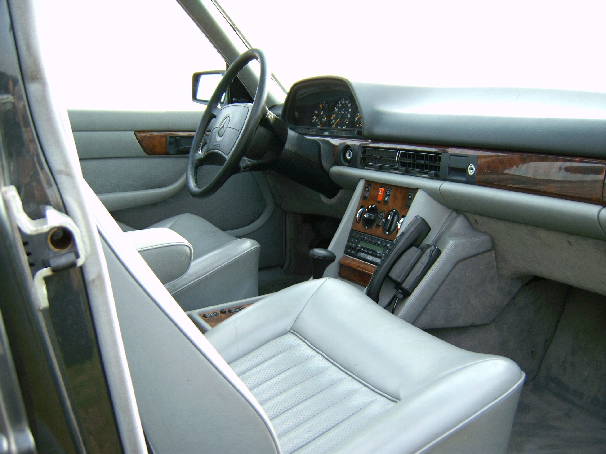 File:Mercedes W126 500SEL Armaturenbrett 1.jpg - Wikimedia Commons | {Armaturenbrett mercedes 62}