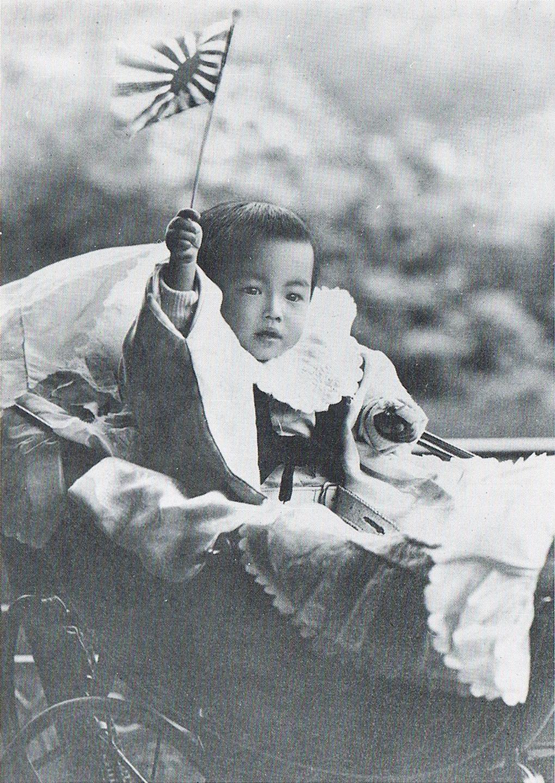http://upload.wikimedia.org/wikipedia/commons/c/c5/Michi-no-miya_Hirohito_1902.jpg