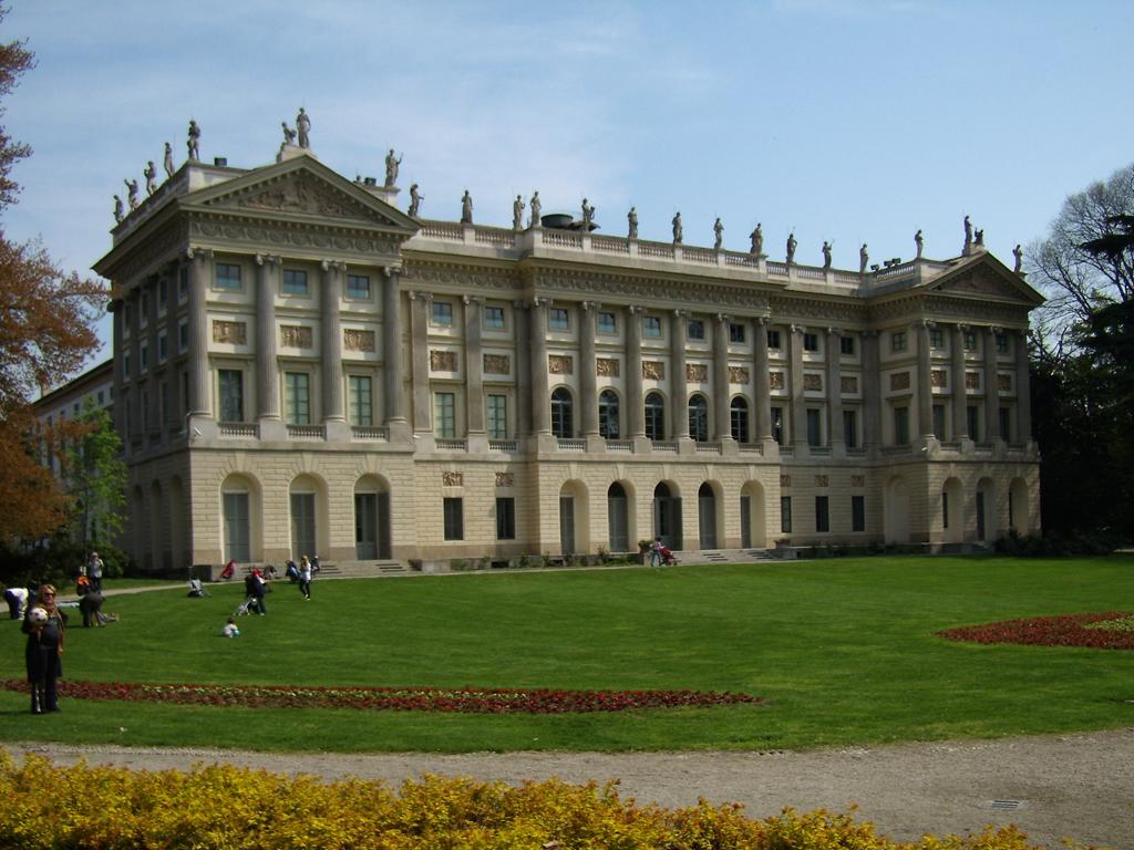 Villa reale di milano wikipedia for Immagini di entrate di ville