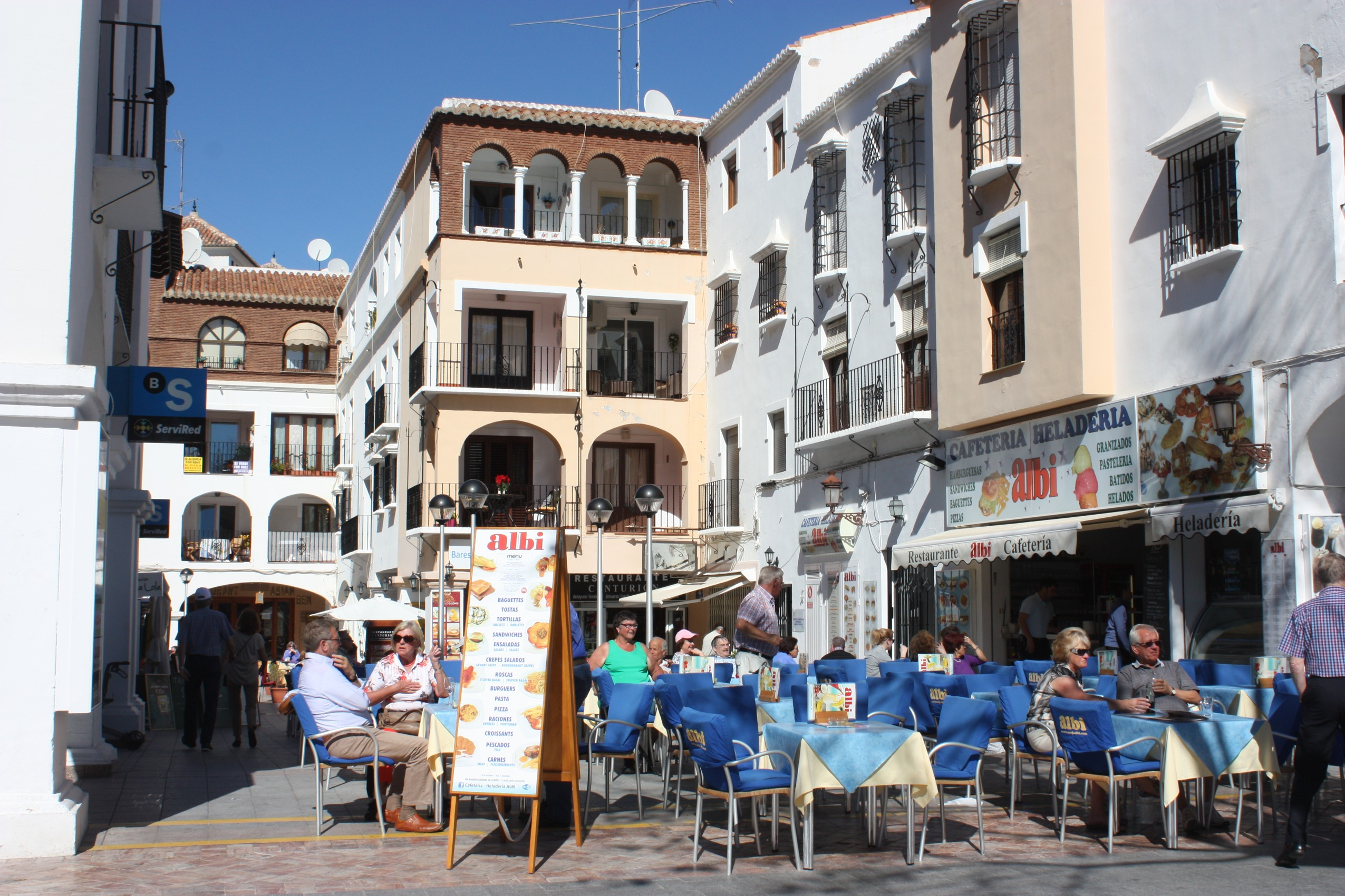 File nerja the cafetaria albi on the plaza balc n de for Balcon in english