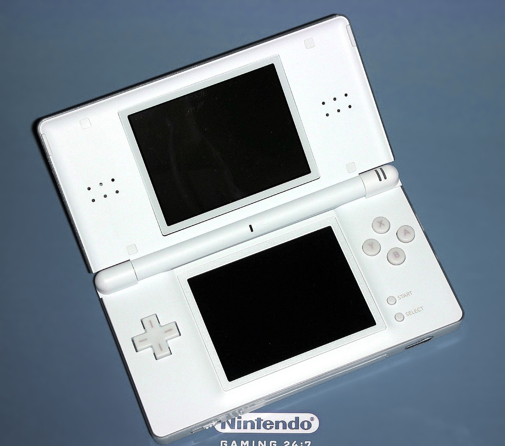 File:Nintendo ds2.jpg - Wikimedia Commons