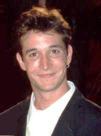 Noah Wyle at the 1995 Emmy Awards.jpg