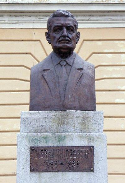 Bustul lui Hermann Oberth, la Sibiu