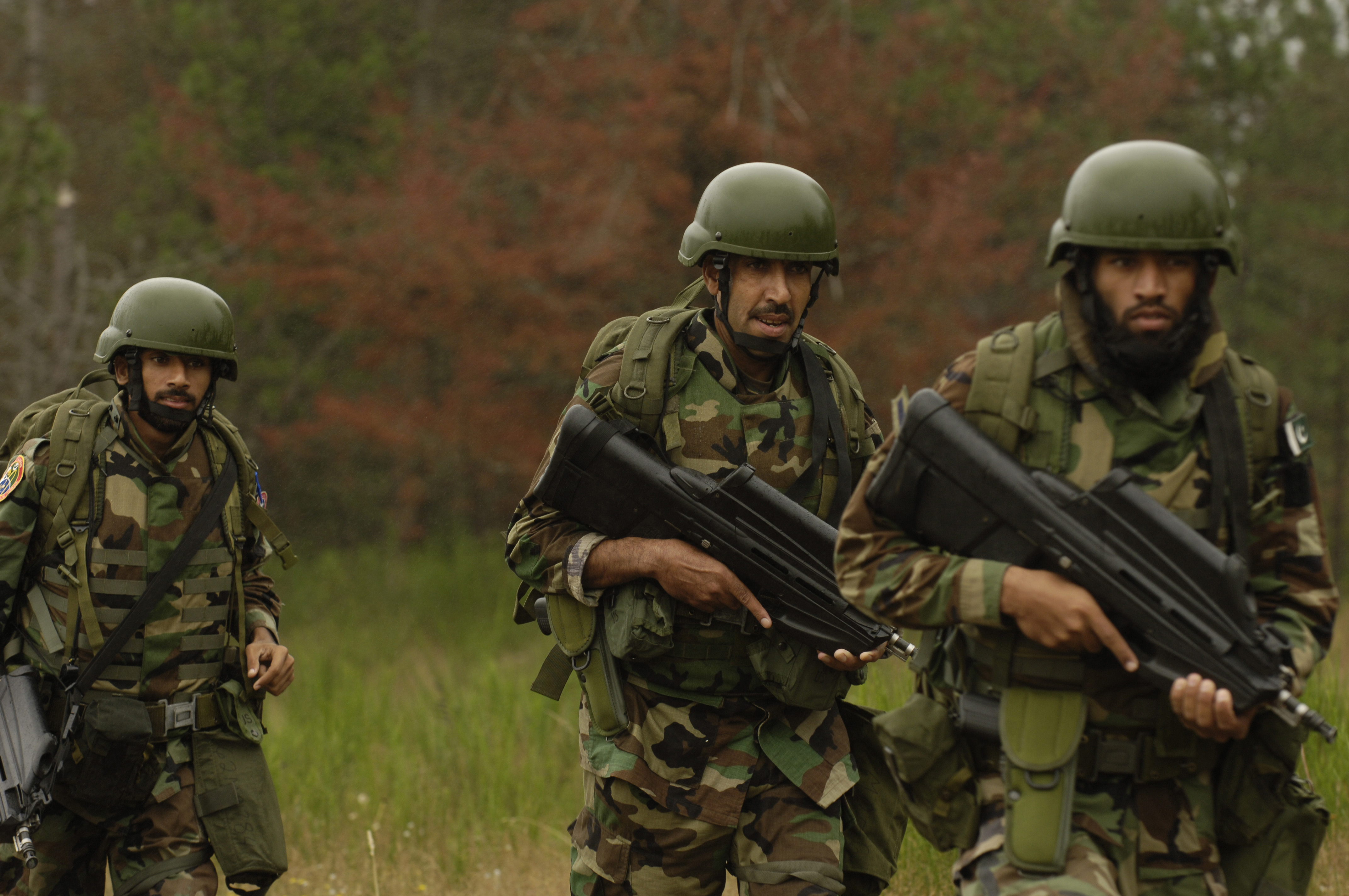 Pakistani Special Services Wing carrying FN F2000 rifles while on training at Fort Lewis, 23 July 2007.