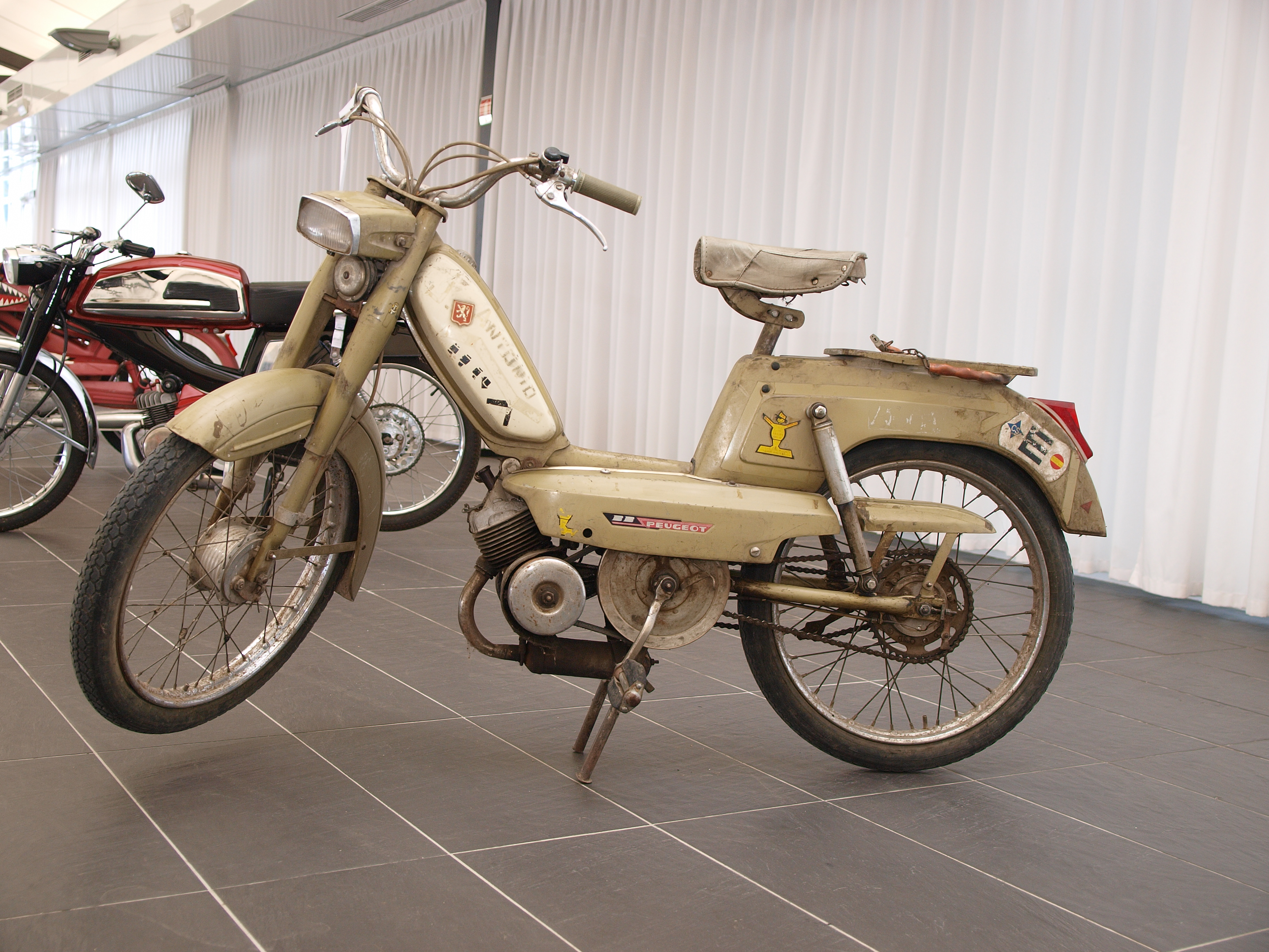 File:Peugeot BB Moped 2012 564.jpg