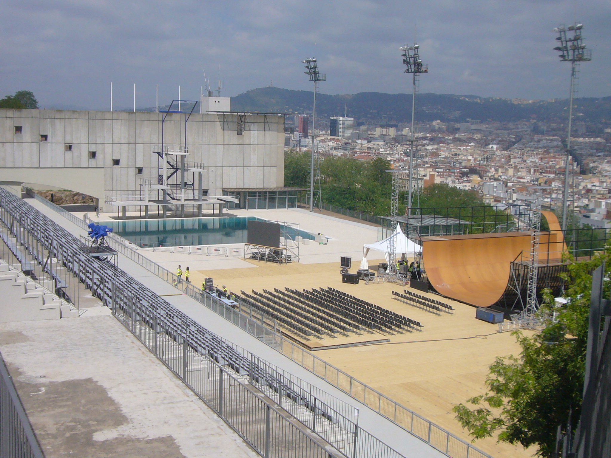 File piscina municipal de montju c ready for the x games for Piscina montjuic barcelona