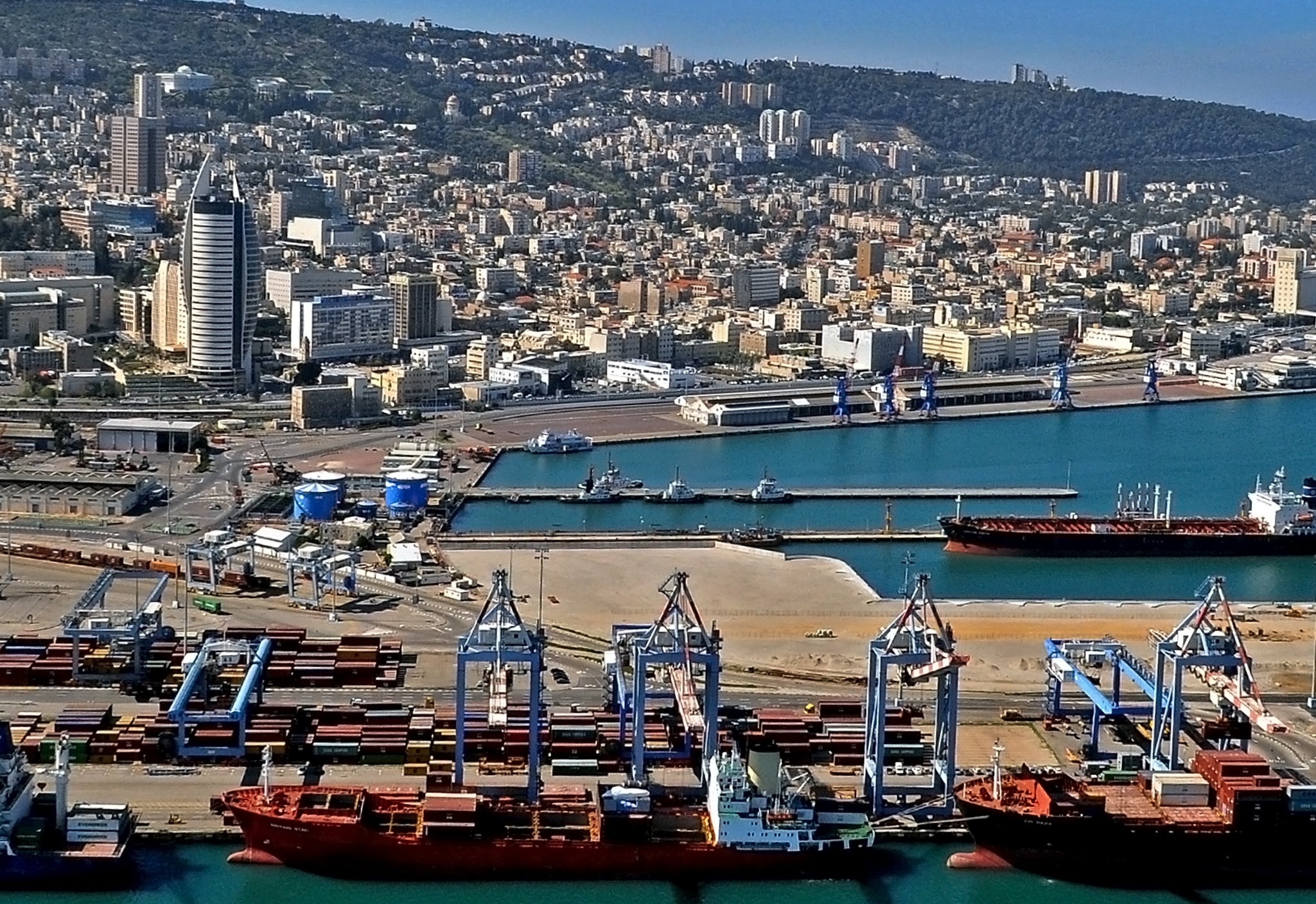 מסודר File:Port of Haifa 2752-1.jpg - Wikimedia Commons AA-88