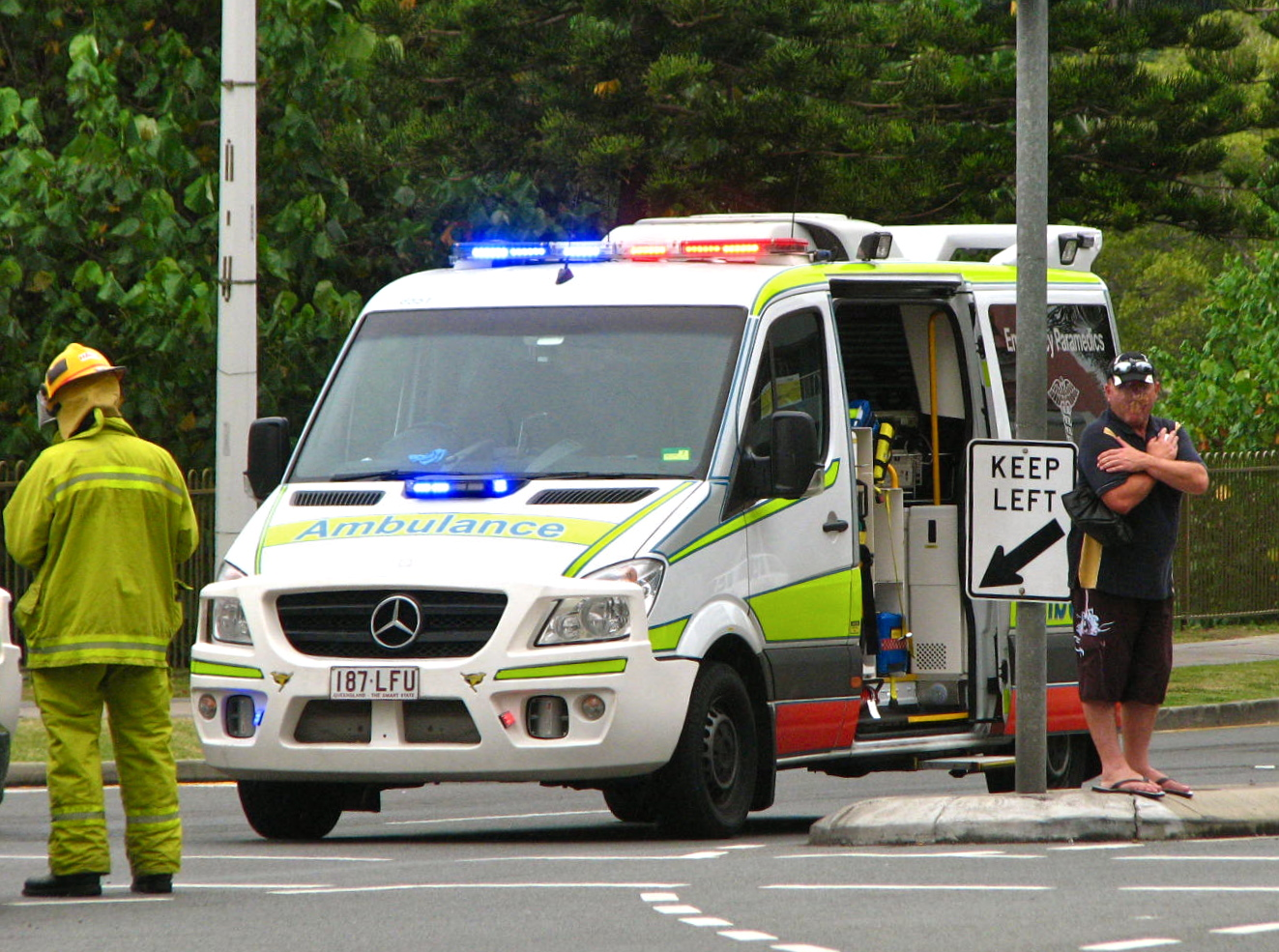Image gallery qld ambulance for Mercedes benz emergency service
