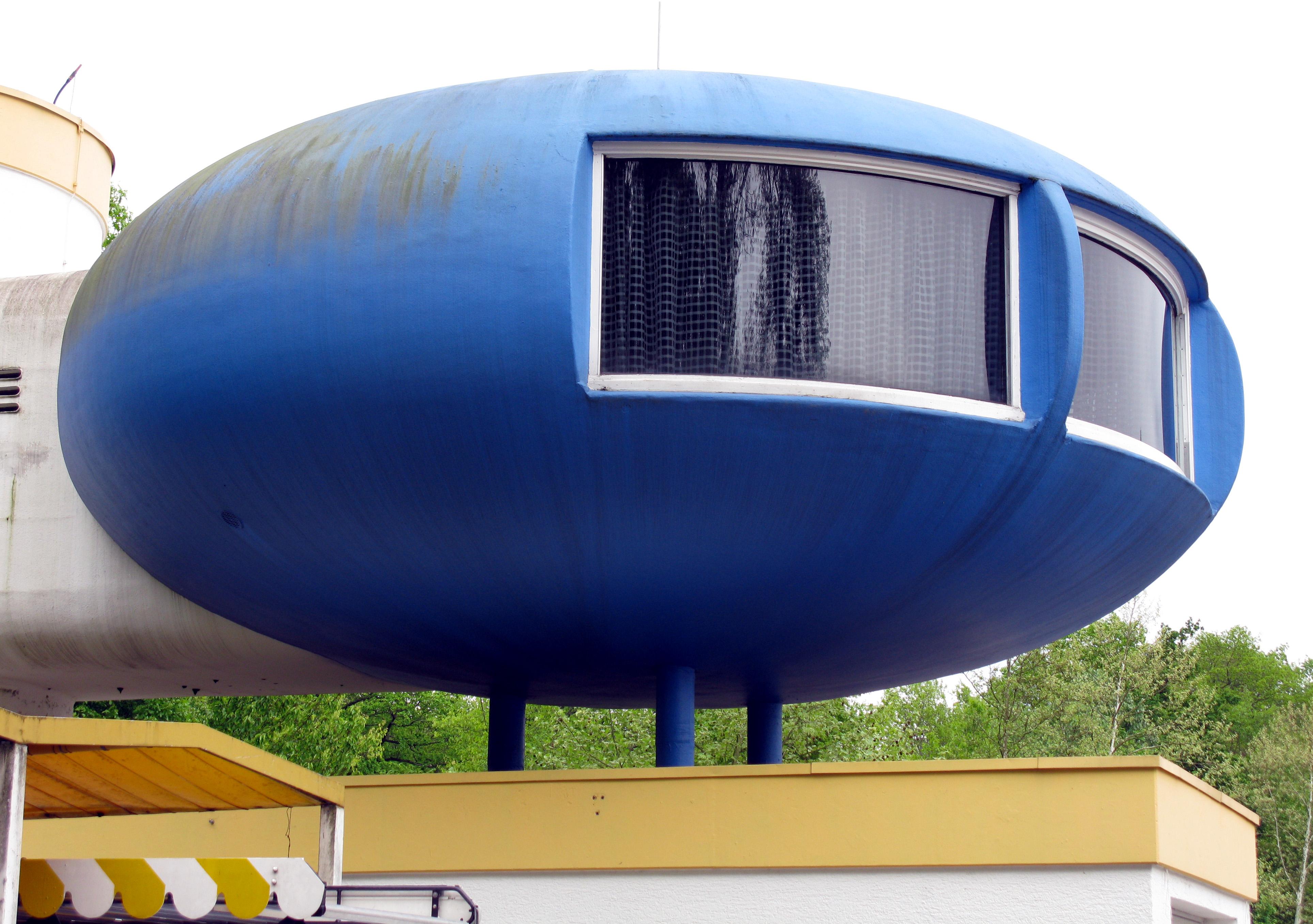 File Rondo Kunststoffhaus mit Bad, Schlafkoje, Wohnzimmer