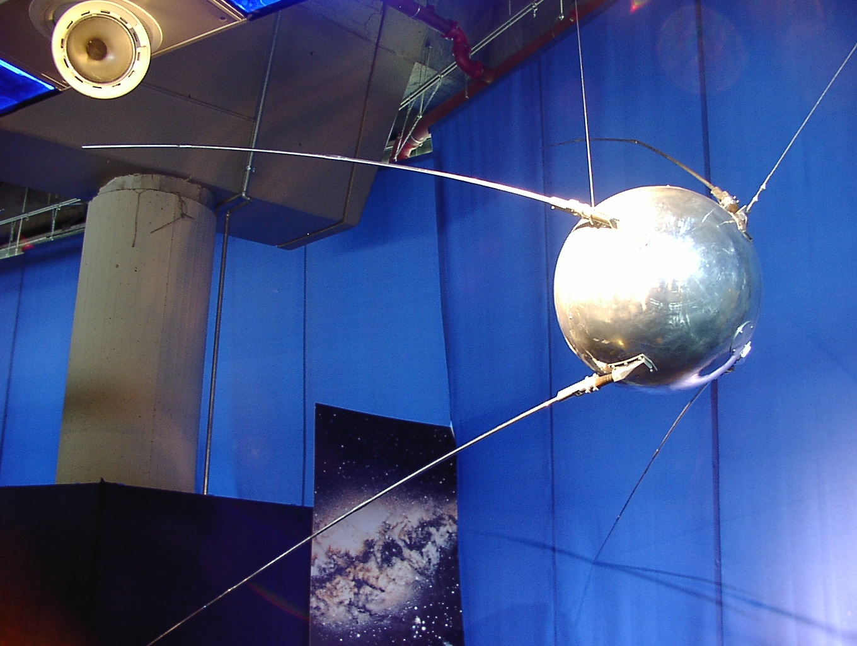 Современный искусственный спутник фото