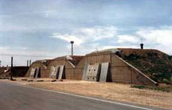 Fichier:Staging bunker at pantex used for temporary stagin of nuclear weapons.jpg