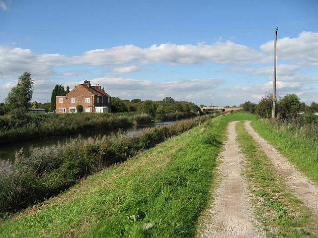 The Market Weighton Canal - geograph.org.uk - 250142
