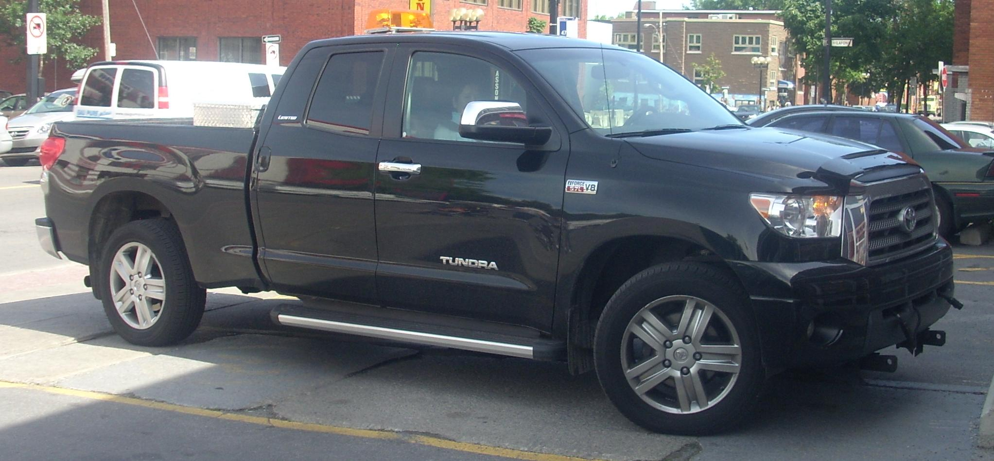 File:Toyota Tundra Limited Double Cab.JPG - Wikimedia Commons