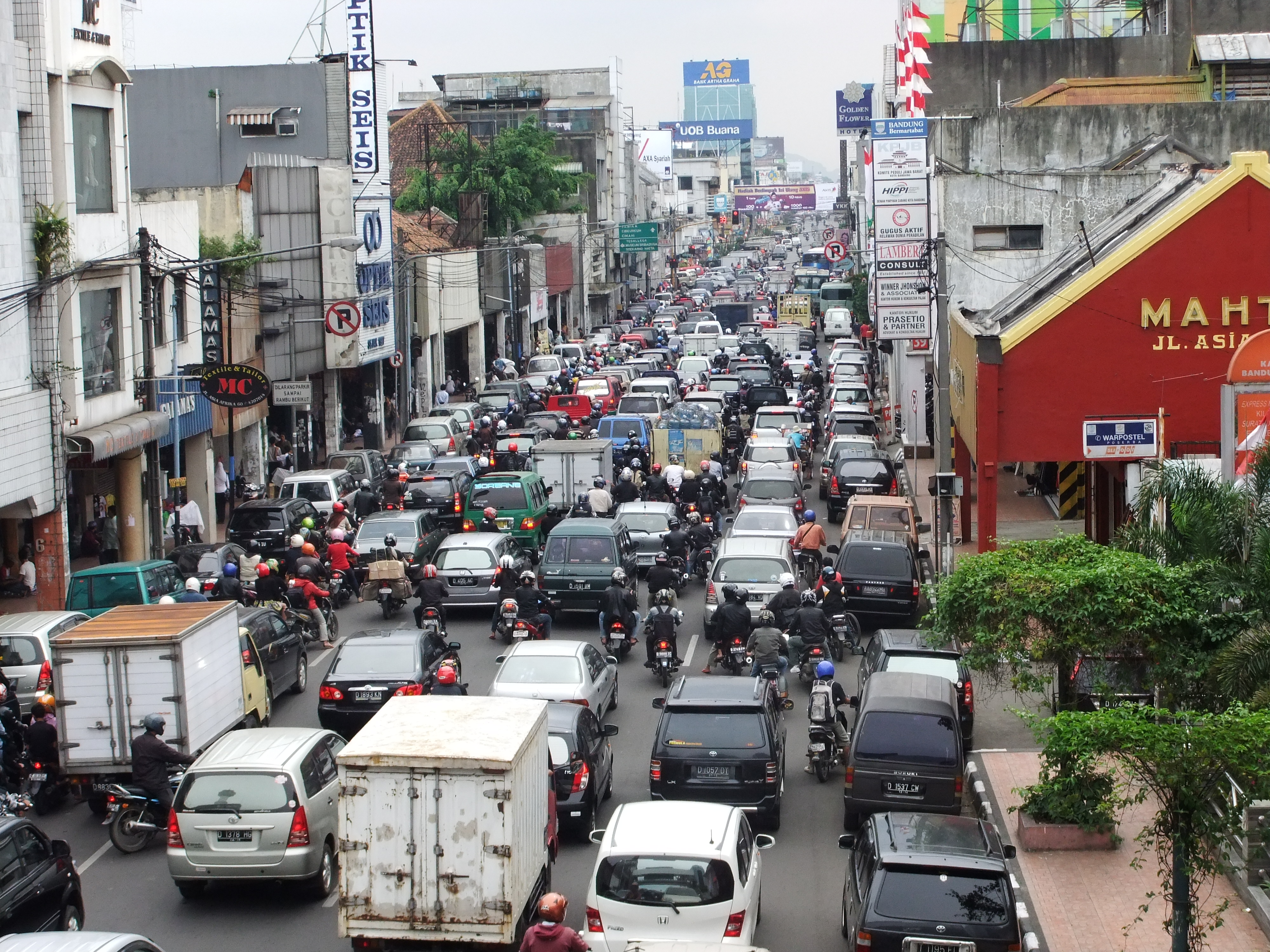 traffic jams in jakarta The alternative solution for traffic problem in  the variety of transportation modes mixed together in a single lane of traffic in jakarta, causing traffic jams in.