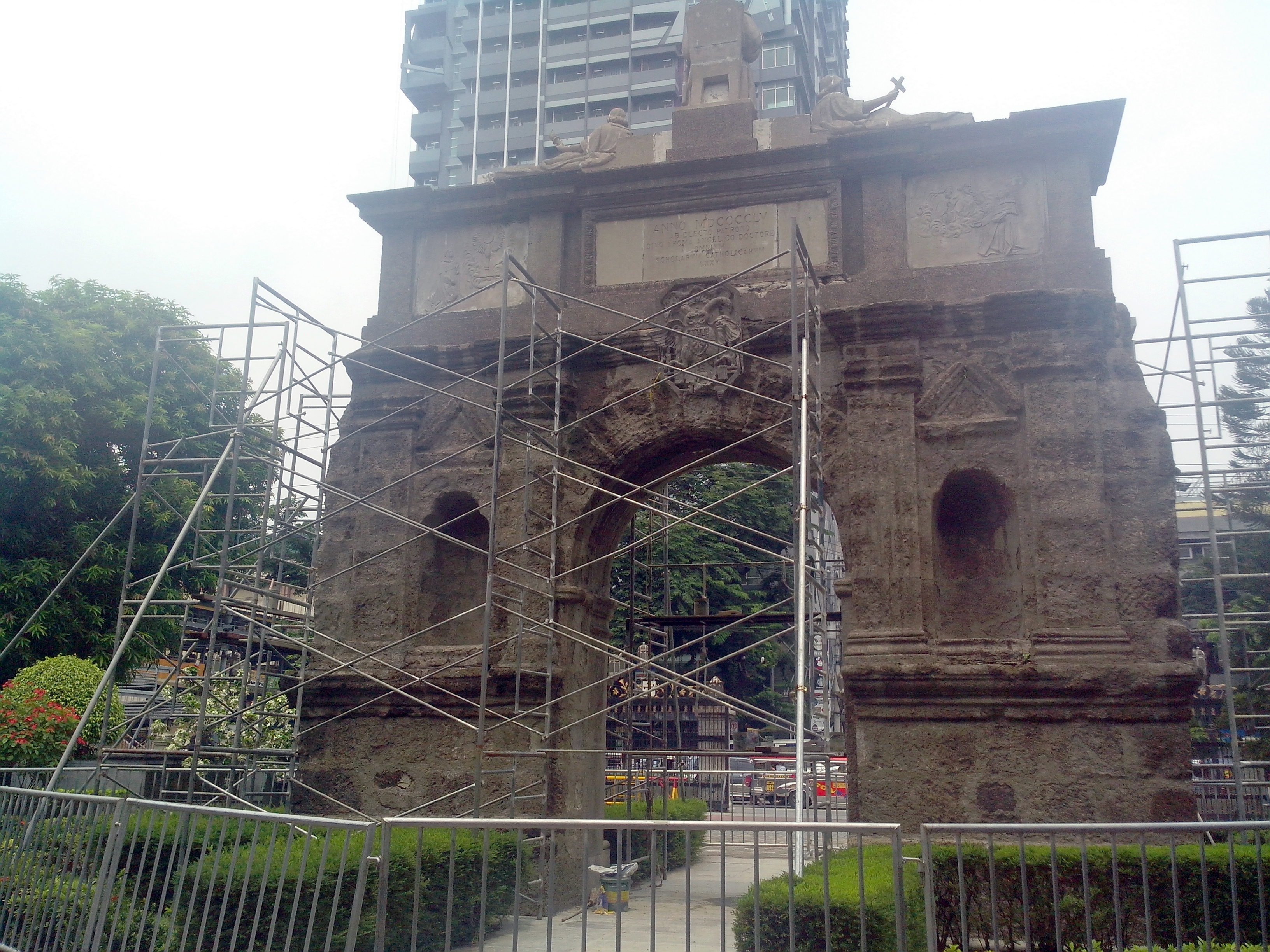 UST Arch of the Centuries renovation 2 2016.jpg English: The UST Arch of the Centuries was cleaned as part of renovations which commenced sometime in