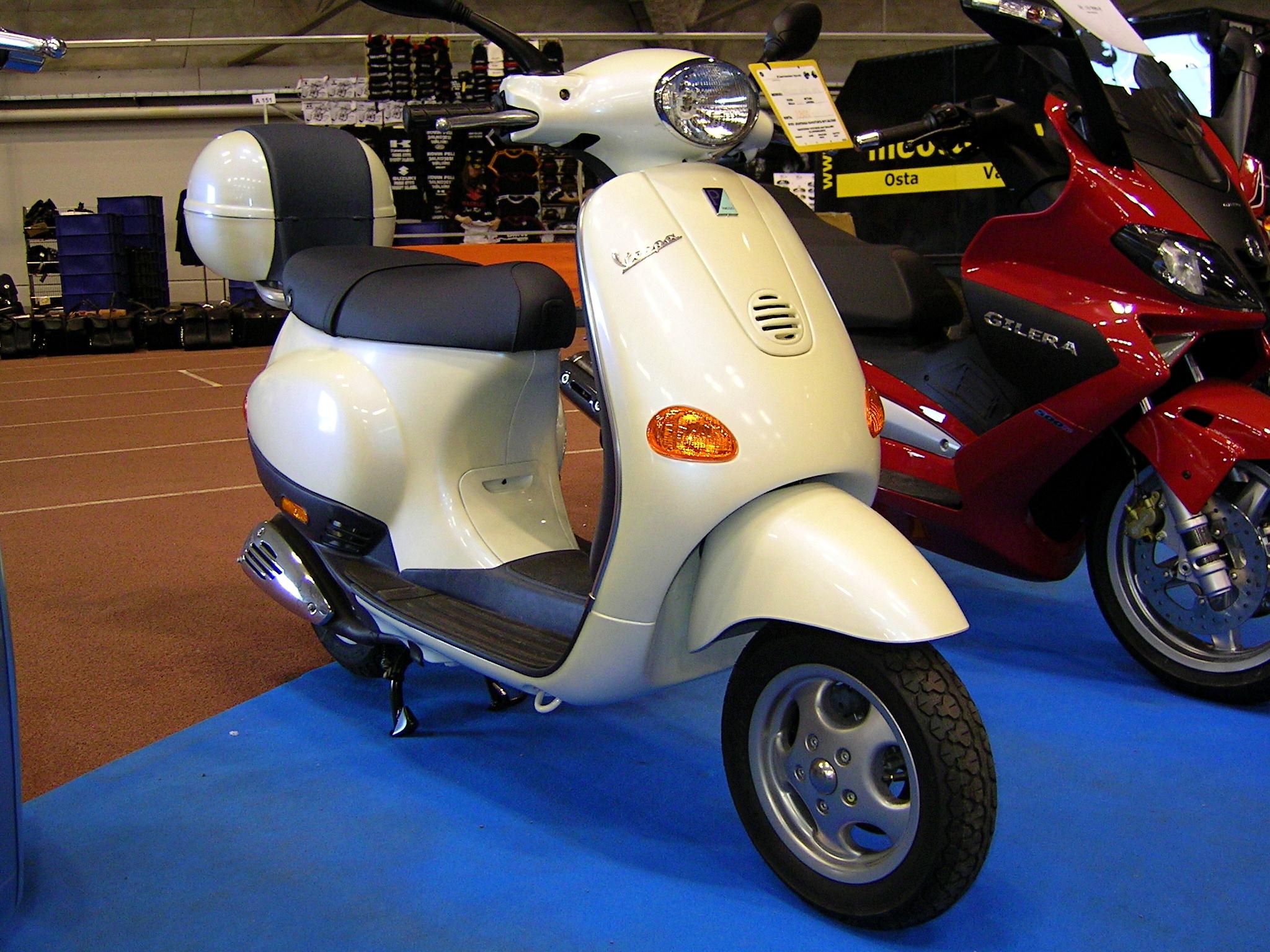 image gallery 2004 vespa 50 scooter. Black Bedroom Furniture Sets. Home Design Ideas