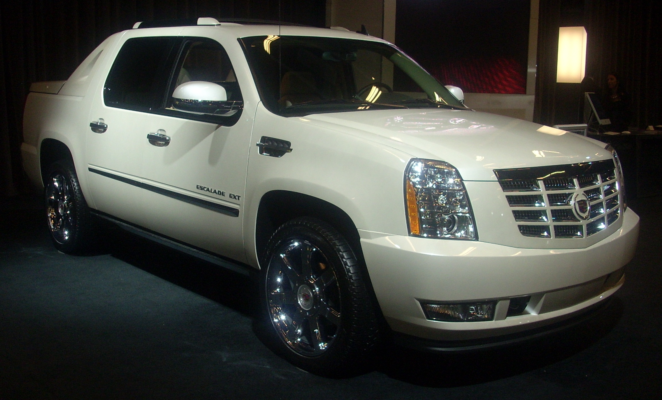 File:'10 Cadillac Escalade EXT (MIAS '10).jpg - Wikimedia Commons