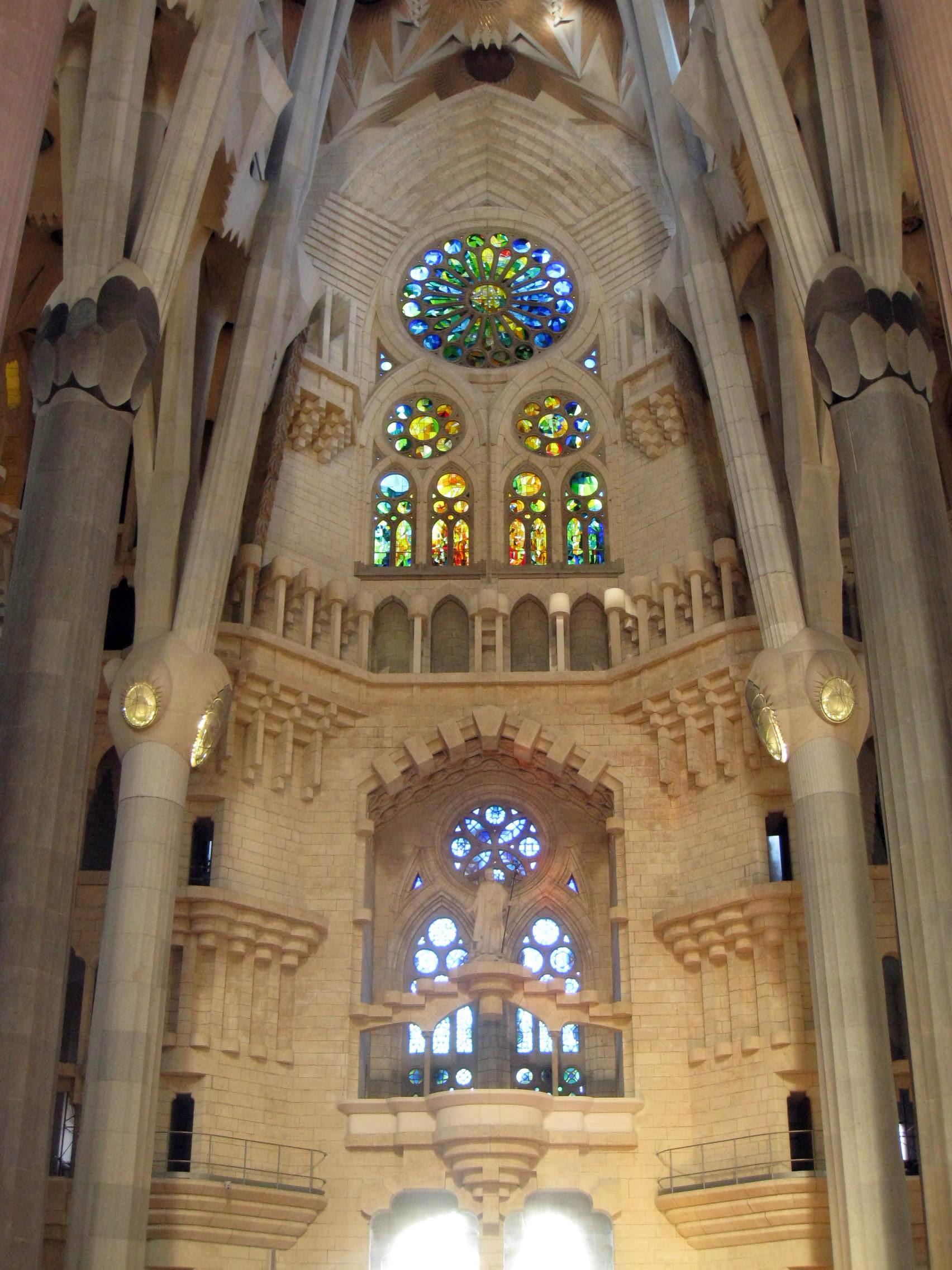 File 022 sagrada fam lia interior vitralls de la fa ana - Sagrada familia interieur ...