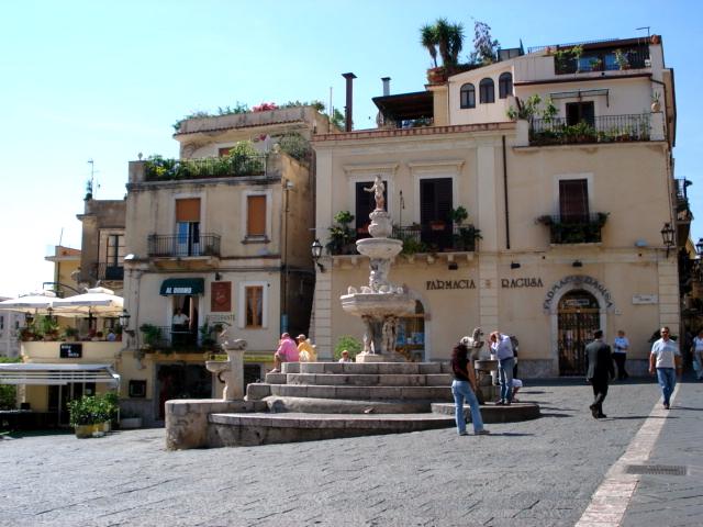 1074 - Taormina - Piazza Duomo - Foto Giovanni Dall'Orto1-Oct-2006
