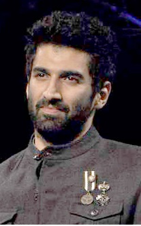 Aditya Roy Kapur walks the ramp for Blackberry Night.jpg