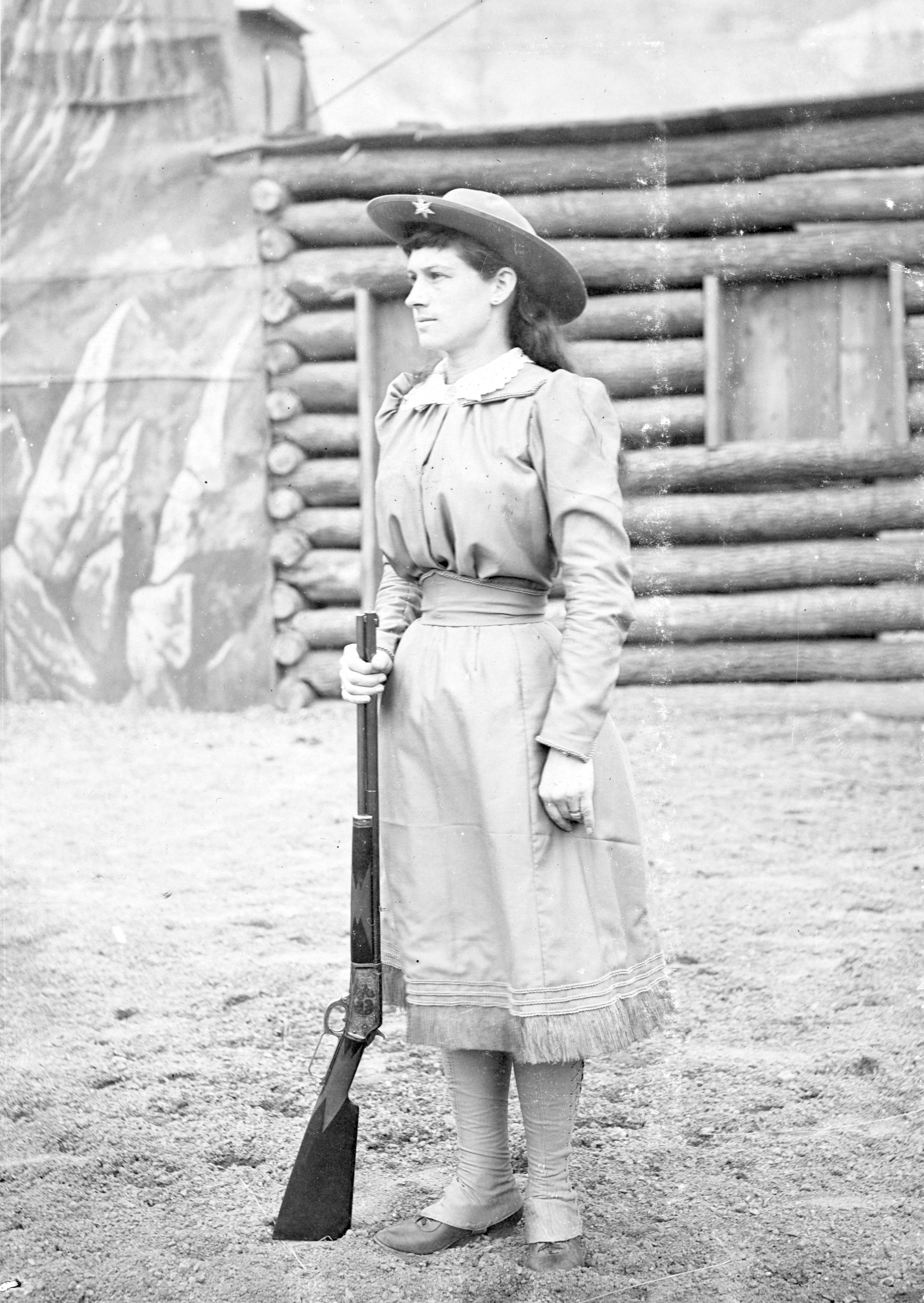 annie oakley You probably know that annie oakley was an outstanding sharpshooter who  became famous while performing in buffalo bill's wild west show but if your.
