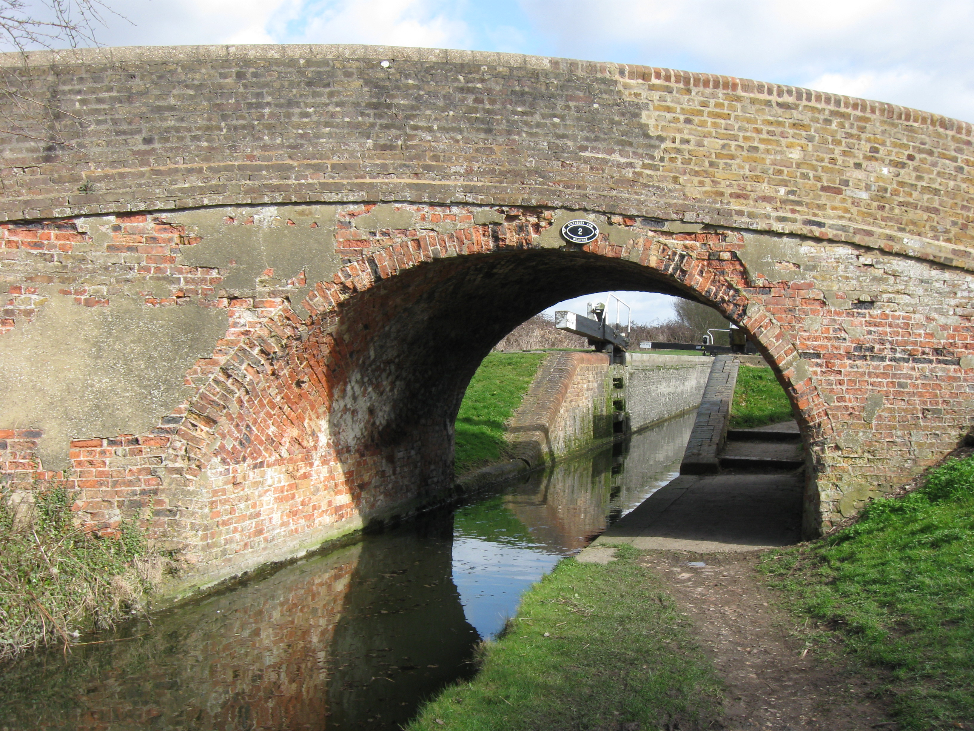 Aylesbury Arm - Canal Bridge No 2 - Dixon's Gap Bridge - geograph.org.uk - 1235895