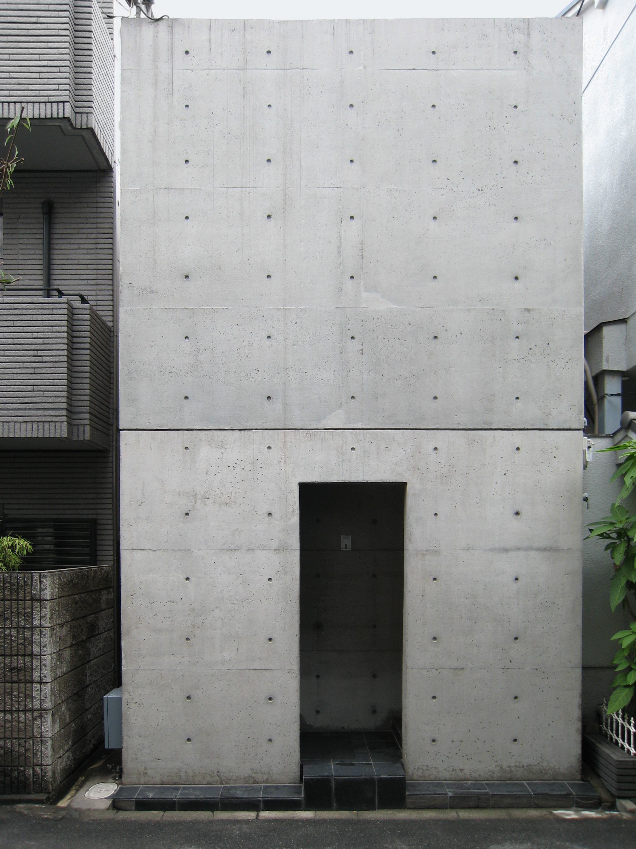 File:Azuma house.JPG
