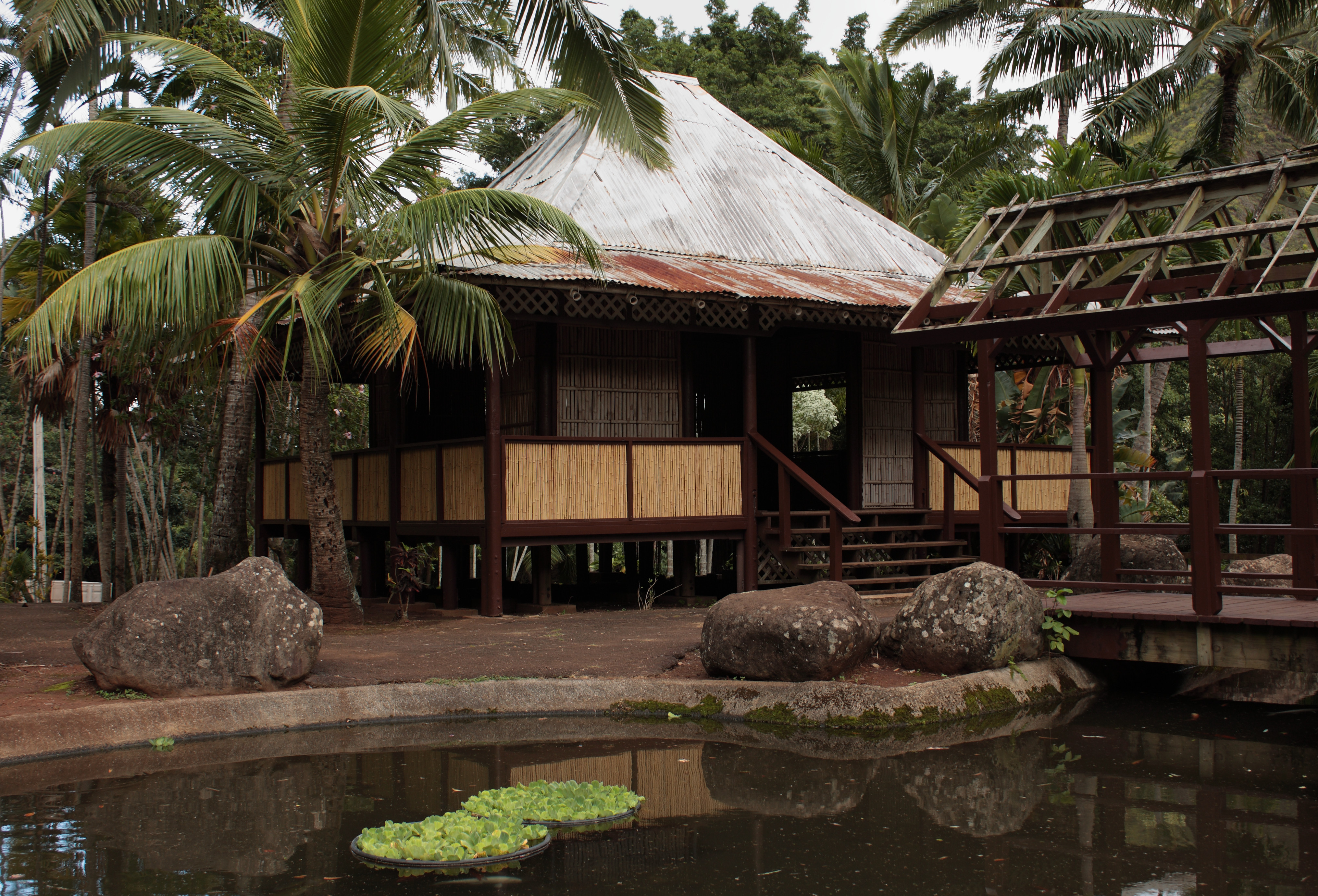 Description Bahay Kubo Iao Valley Maui Hawaii.jpg