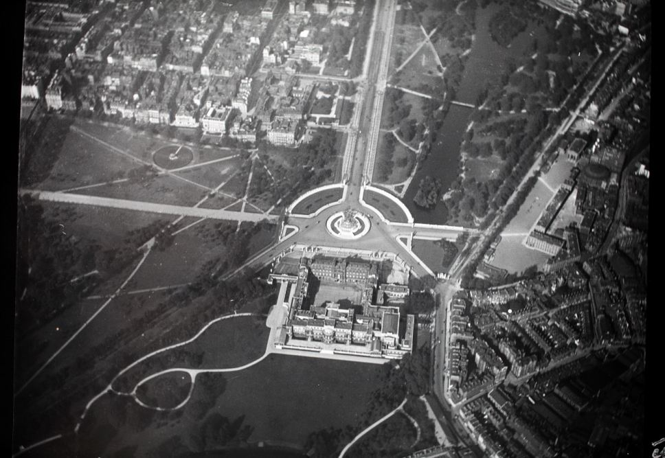 B&W photo of Buckingham Palace from the air