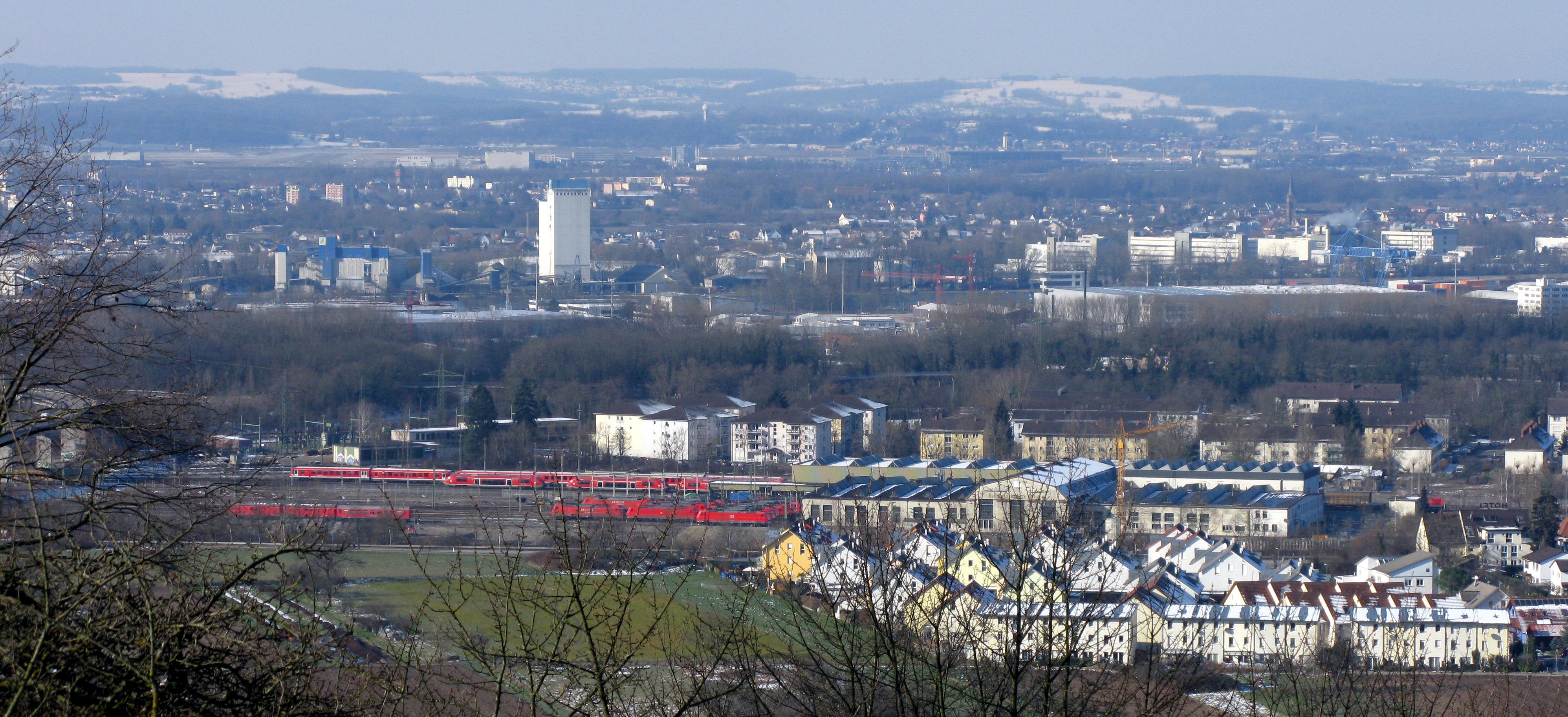 File:Blick auf das Bahnbetriebswerk Haltingen in Weil am Rhein.jpg ...