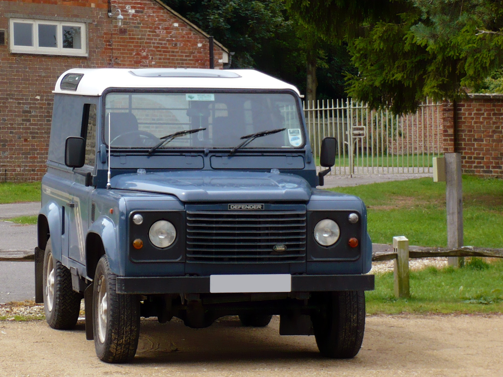 File Blue Land Rover Defender 90 Jpg Wikimedia Commons
