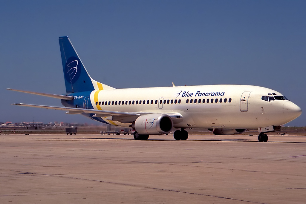 File:Boeing 737-35B, Blue Panorama Airlines (Ukraine ... B2 Cockpit Panorama