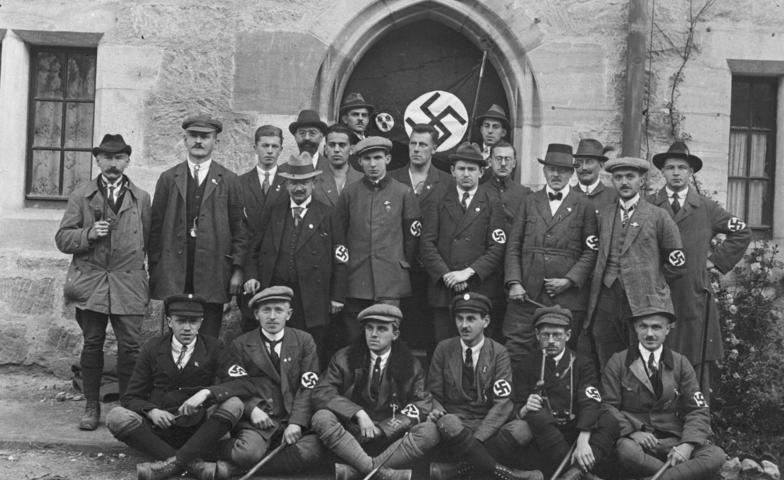 Delegation der NSDAP beim vom Deutschvölkischen Schutz- und Trutzbund organisierten Deutschen Tag in Coburg, 1922