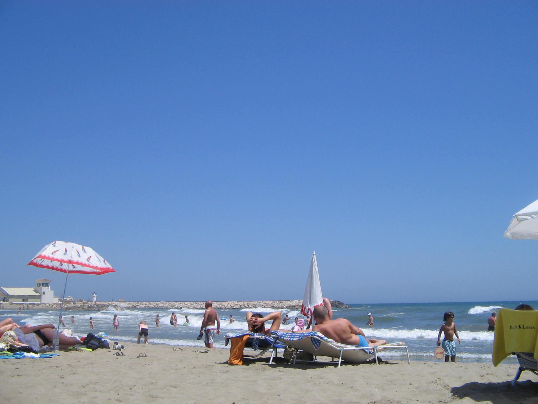 File:Cabopino beach, Costa del Sol, Spain 2005 11.jpg