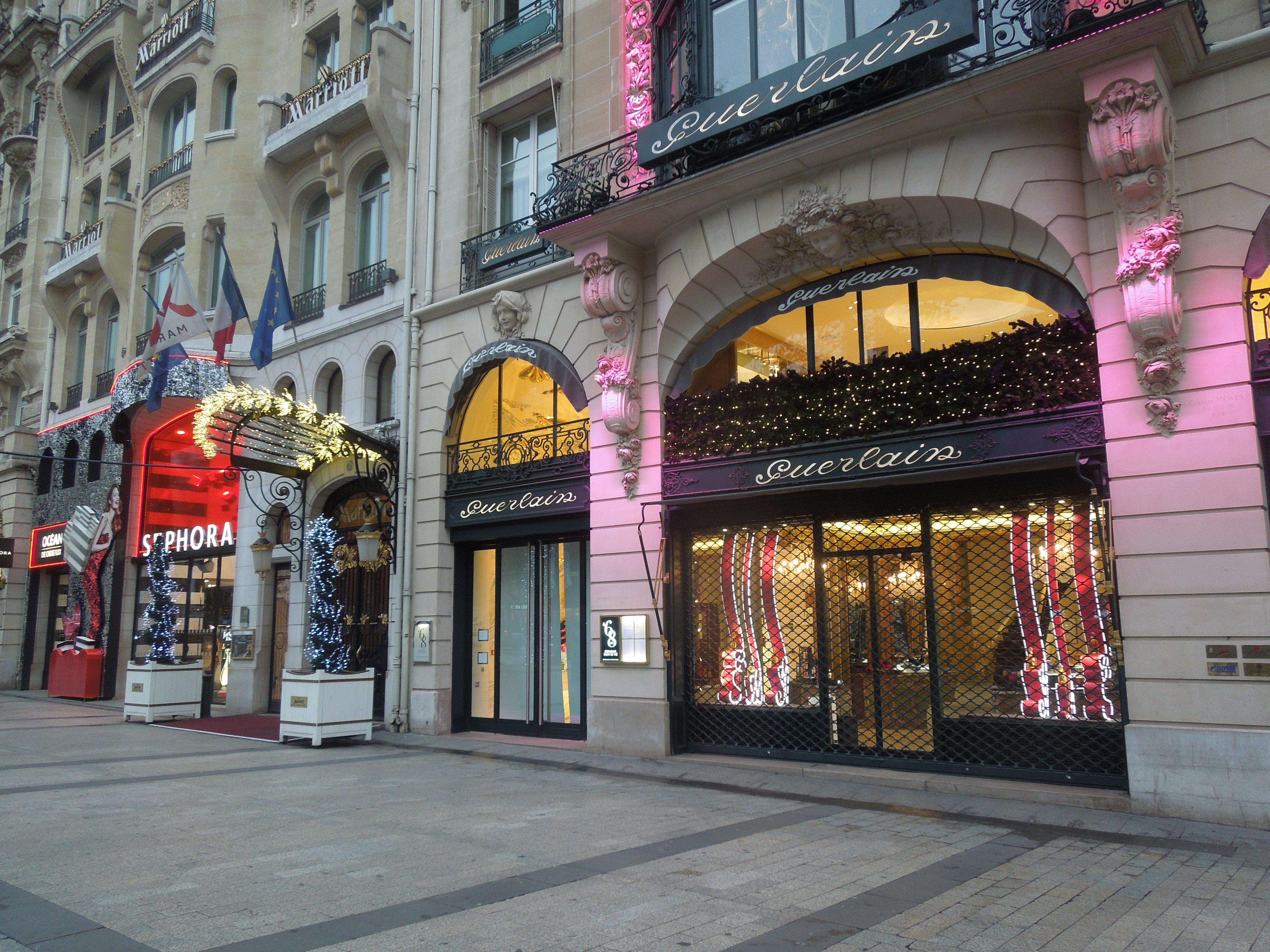 Champs elysees shops the image kid has it for Parigi champ elisee