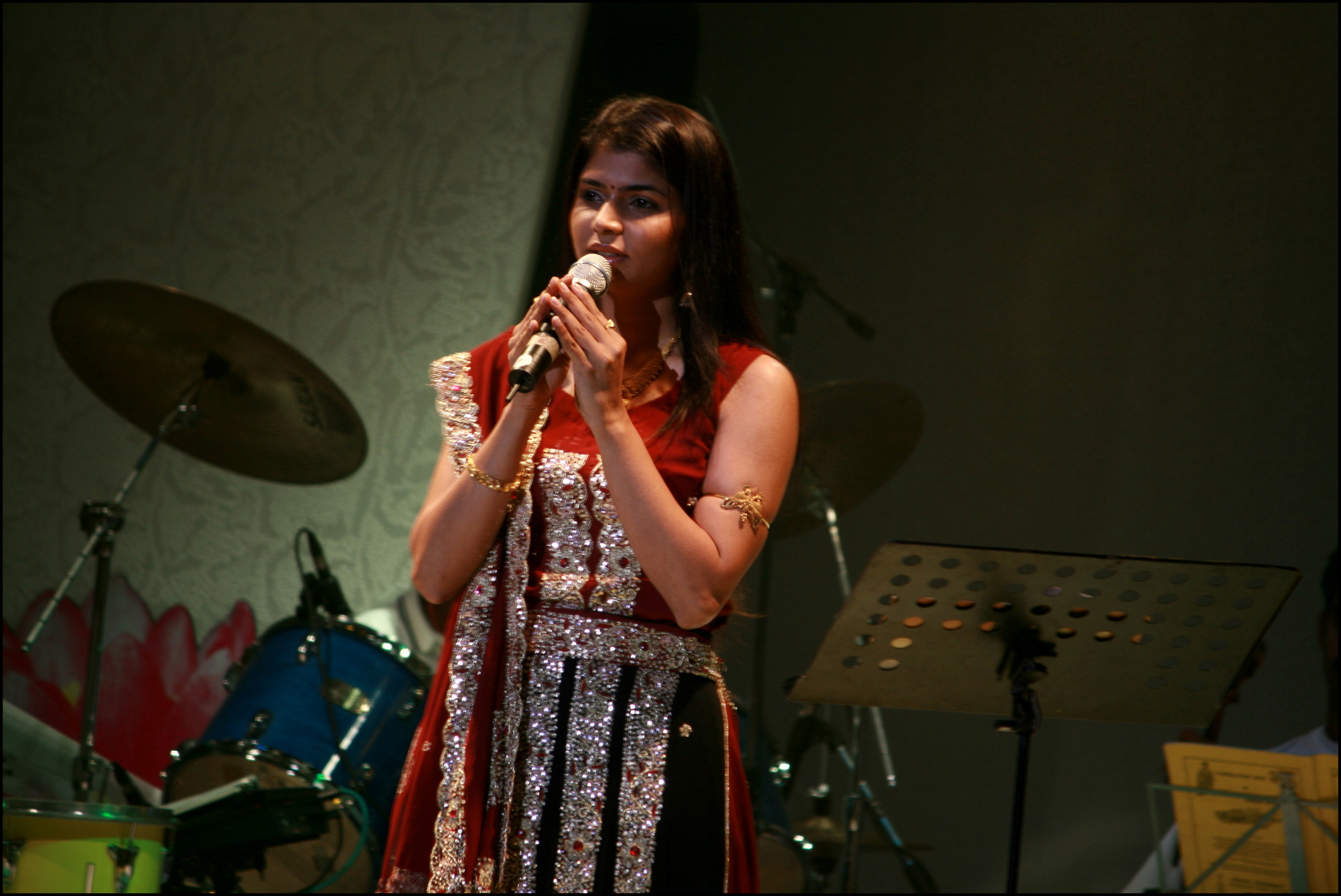 Chinmayi - Wikipedia