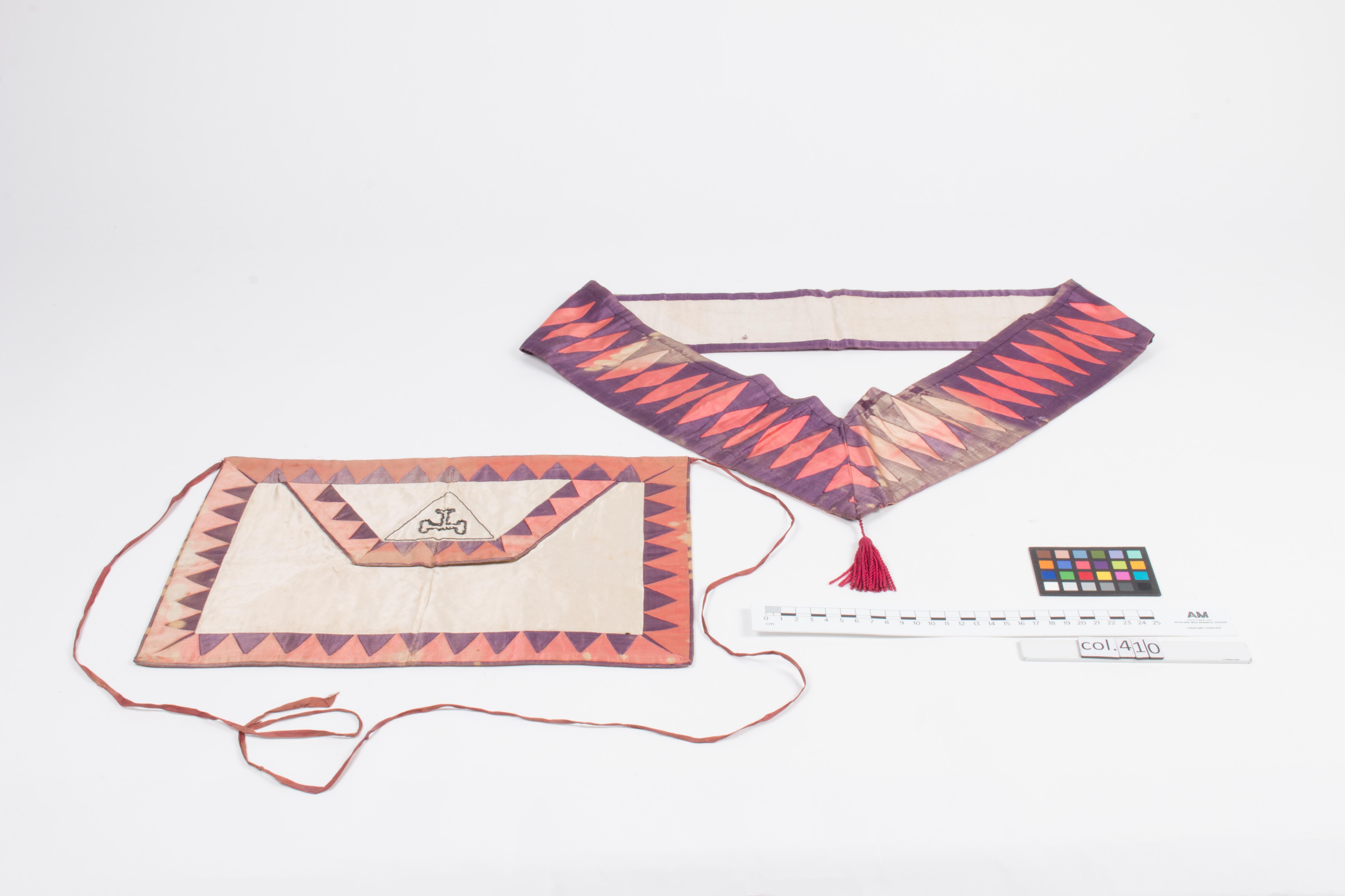File:Collar and apron, Masonic (AM 1965 78 535-2) jpg - Wikimedia