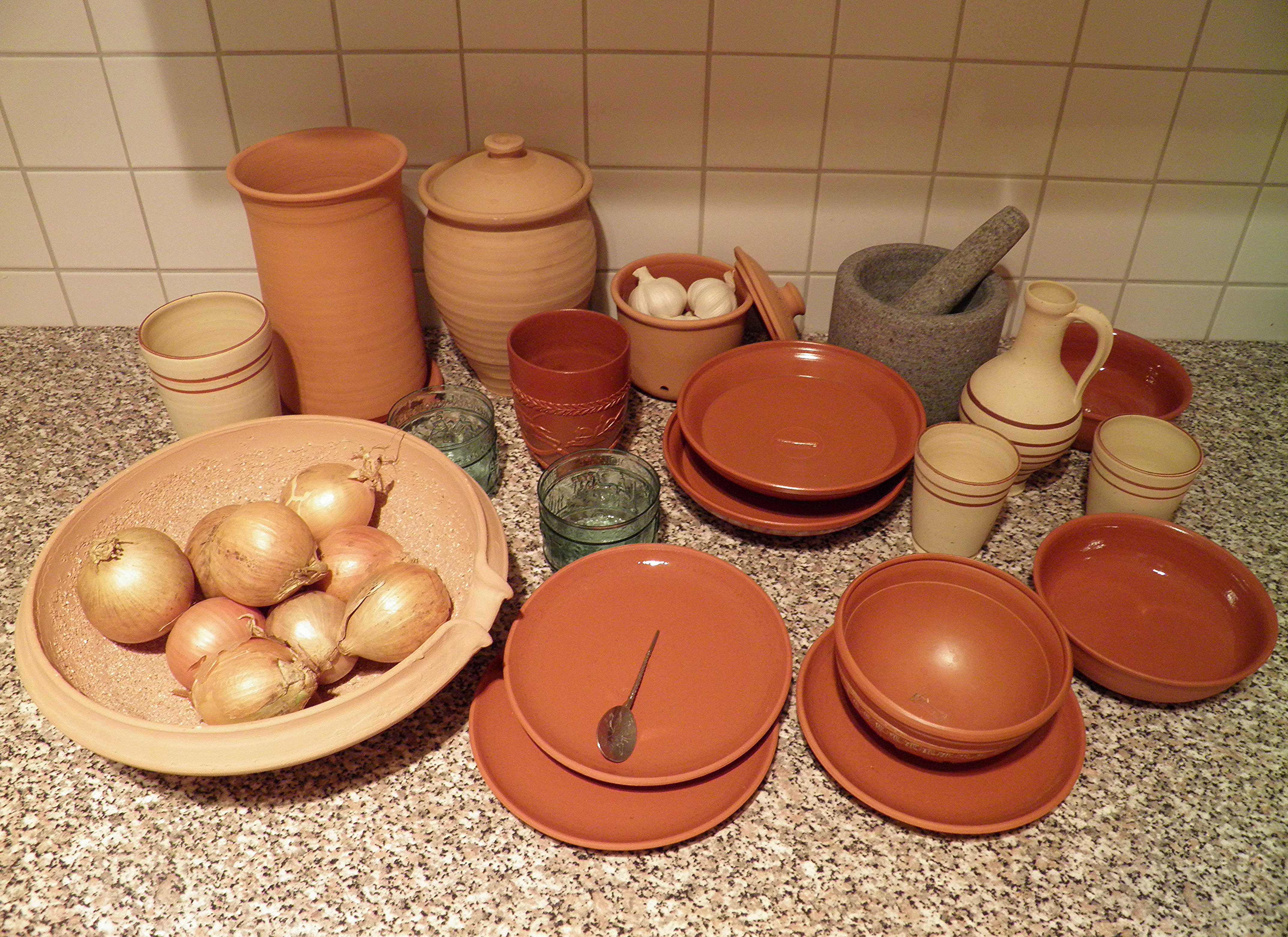 FileCollection of Roman pottery tableware replica (8409123082).jpg & File:Collection of Roman pottery tableware replica (8409123082).jpg ...